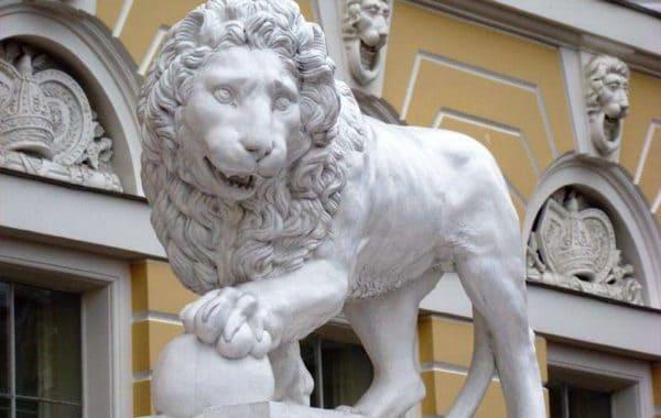 Львы стерегут город (необычная экскурсия для детей и родителей)